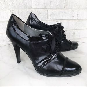 Tahari Larry Black Patent Leather Lace-up Heels 10